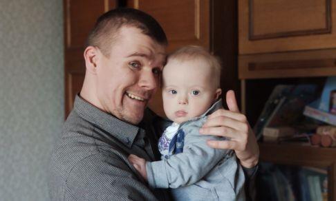 «Сын, ты нужен!» Как отец растит ребенка с синдромом Дауна, которого оставила мать