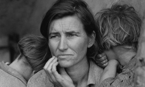 «В доме не убрано, тараканы, но ребенка любят». За что опека может изъять детей из семьи