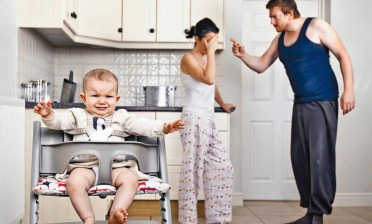 «Я один зарабатываю, а она дома с детьми сидит». Почему семьи распадаются из-за споров о деньгах