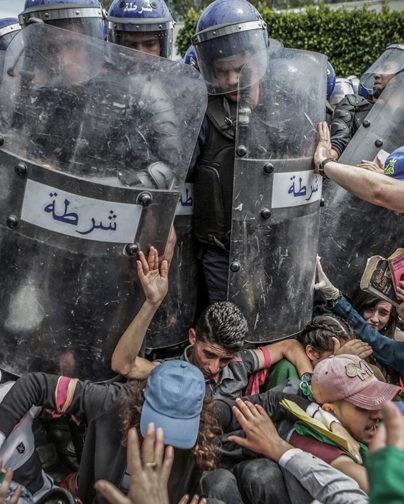 Молодежь, пожарные и протесты. Лучшие снимки конкурса World Press Photo of the Year