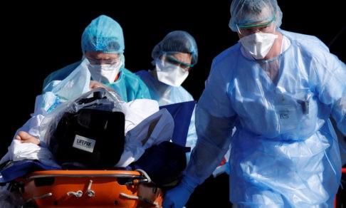 «Я — врач с фронта». Реаниматолог из Франции о том, как защитить медиков от болезни и усталости