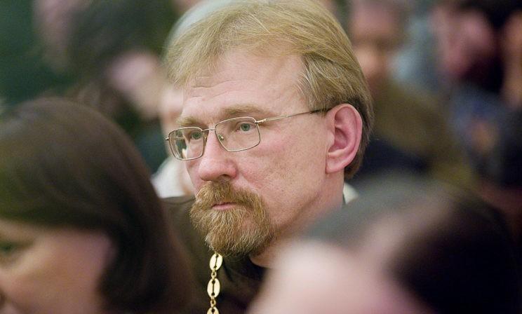 """""""Вера верой, а вирус никого не спрашивает"""". Священник Сергий Круглов - о горячих спорах и тревожных мыслях"""