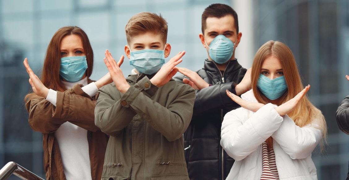 Рейсы отменили, границы закрыли. Как россияне за рубежом переживают пандемию коронавируса