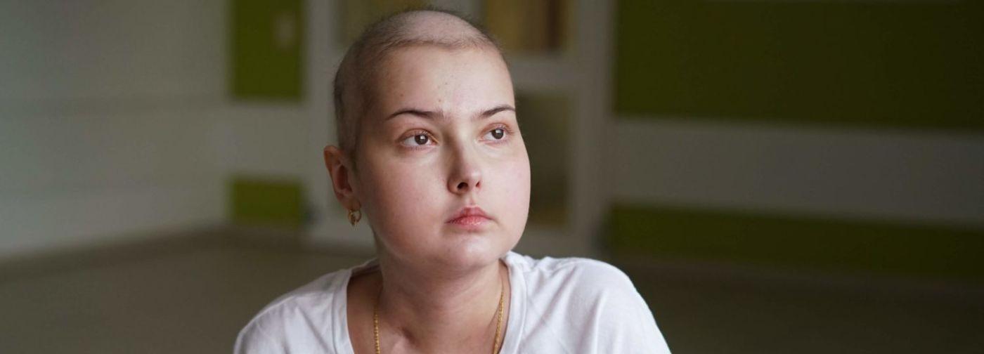 Если Любу перевезти во взрослую клинику, она не выдержит. Как долечивать рак тем, кому исполнилось 18