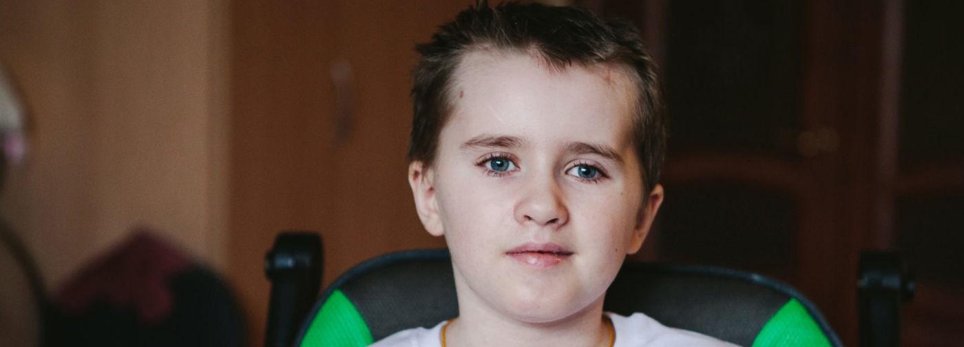 «В черепе была дыра размером с ладонь». Илья пережил ДТП и кому, впереди — реабилитация в Москве