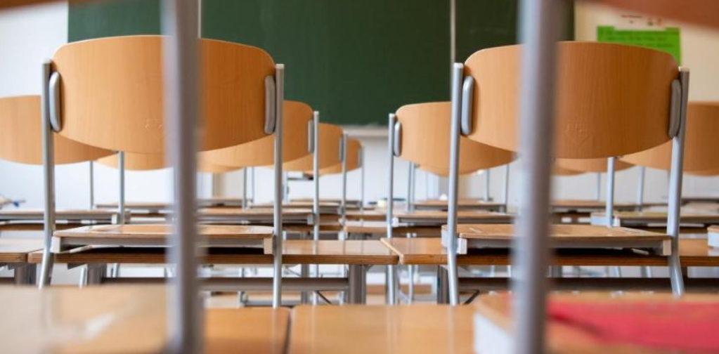 «Как работать, когда одни в школе, а другие нет?» Московский учитель — о карантине и переносе сроков ЕГЭ