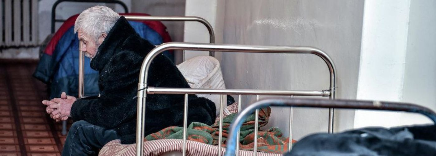 «Кровати стояли вплотную, а по стенам бегали тараканы». В Барнауле пациента с онкологией положили в ночлежку