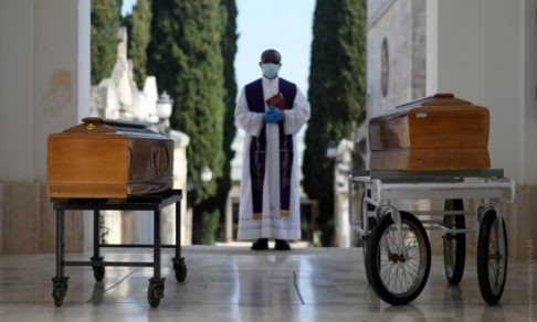 В Италии от вируса умерли 30 священников. Разве они были неверующими?