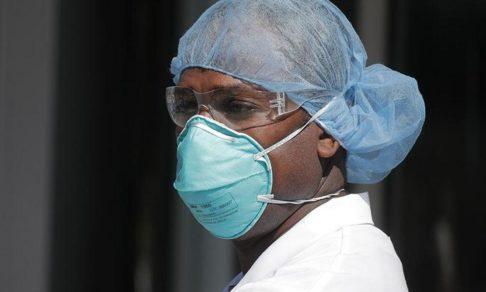 «Пугает, что смерть пациентов стала обыденностью». Врач из Нью-Йорка — о работе в пандемию