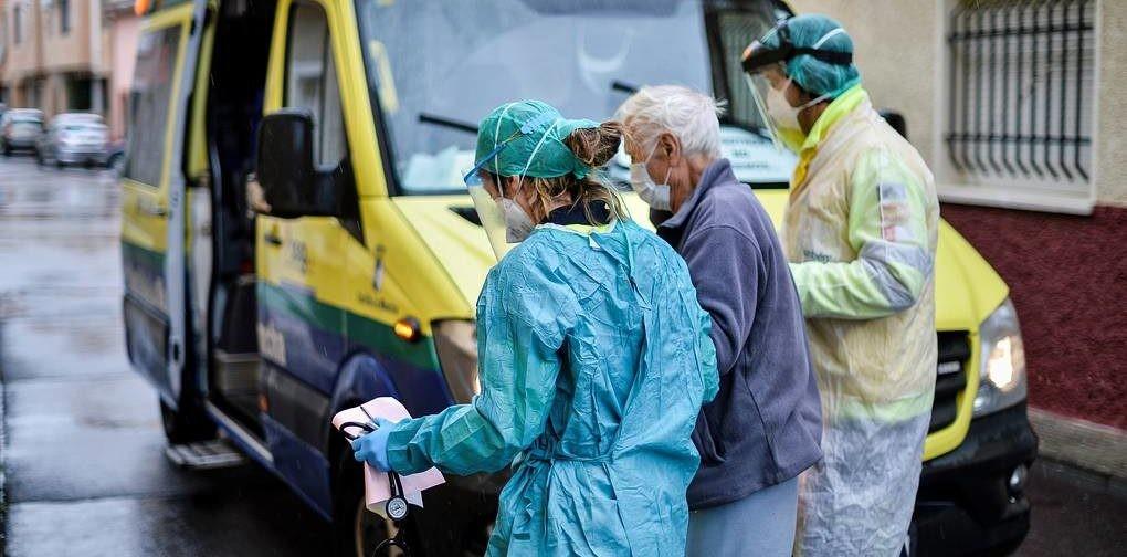 «Карантин помог — мы можем лечить всех». Врач из Испании — о тестах на коронавирус, пике заболеваемости и масках