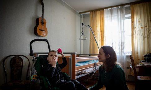 «Обычно их никто домой не забирал». На время карантина дети с инвалидностью покинули интернат