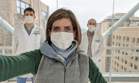 «Я переболела Covid-19 и буду сдавать кровь». Фотограф из Нью-Йорка поможет людям с коронавирусом