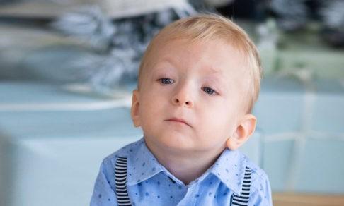 «У сына проблемы с речью и асимметрия лица». Но без генетического теста врачи не смогут помочь Егору