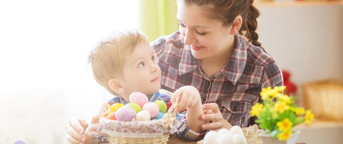 Украсить дом, спрятать пасхальные яйца и поставить спектакль. Как отпраздновать Пасху дома