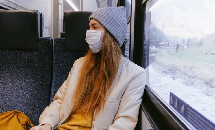 «Не новые микробы нападают на нас, а мы их сгоняем с насиженных мест». Почему в мире началась пандемия