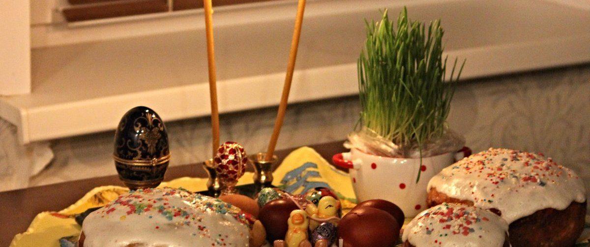«Пасхальная еда — не святыня, а символ». Как освятить куличи дома самим