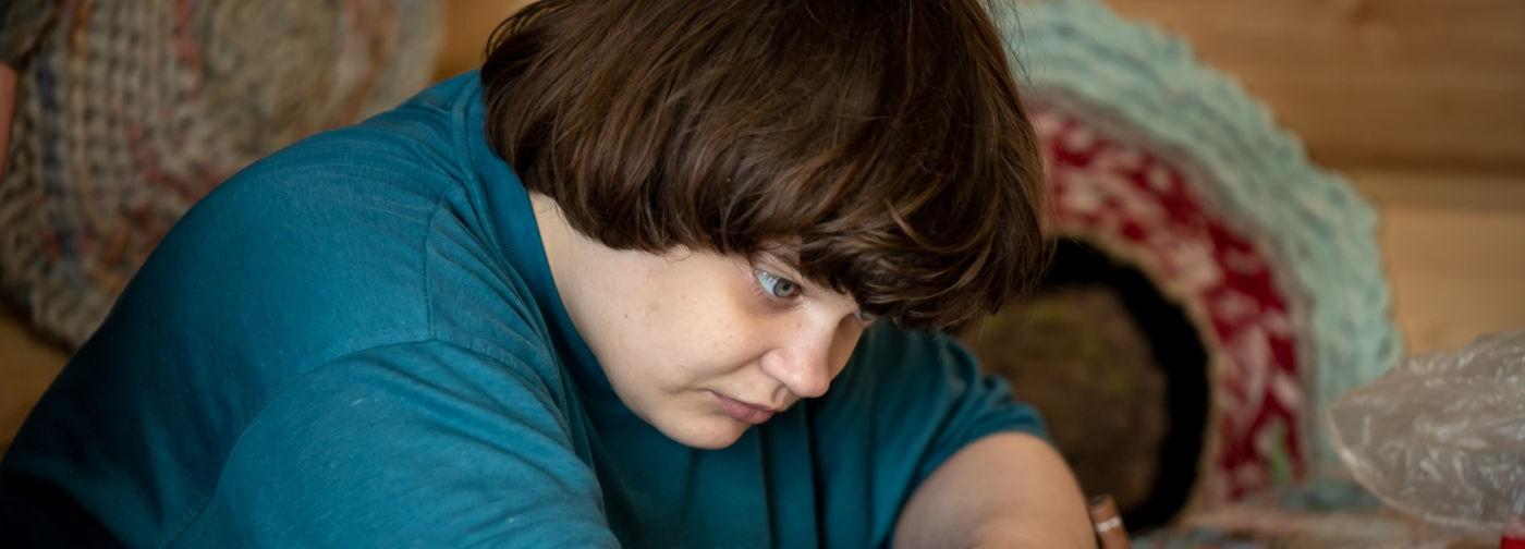 «Там мечутся слова и просятся уйти». Как живет поэтесса с аутизмом Соня Шаталова