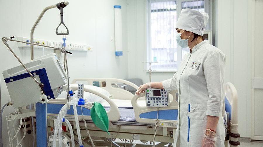 «Чем больше коек — тем лучше». Врач Павел Бранд — о том, как коронавирус изменил российское здравоохранение