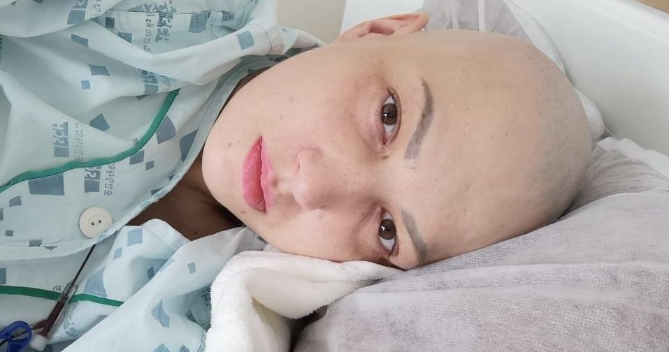 «Не сделаем трансплантацию за 10 дней — я умру». Россиянка с четвертой стадией рака не может вылететь из Кореи