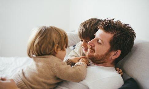 «Дети хотят общаться только с папой». Как изменились семьи, пока мы сидели дома