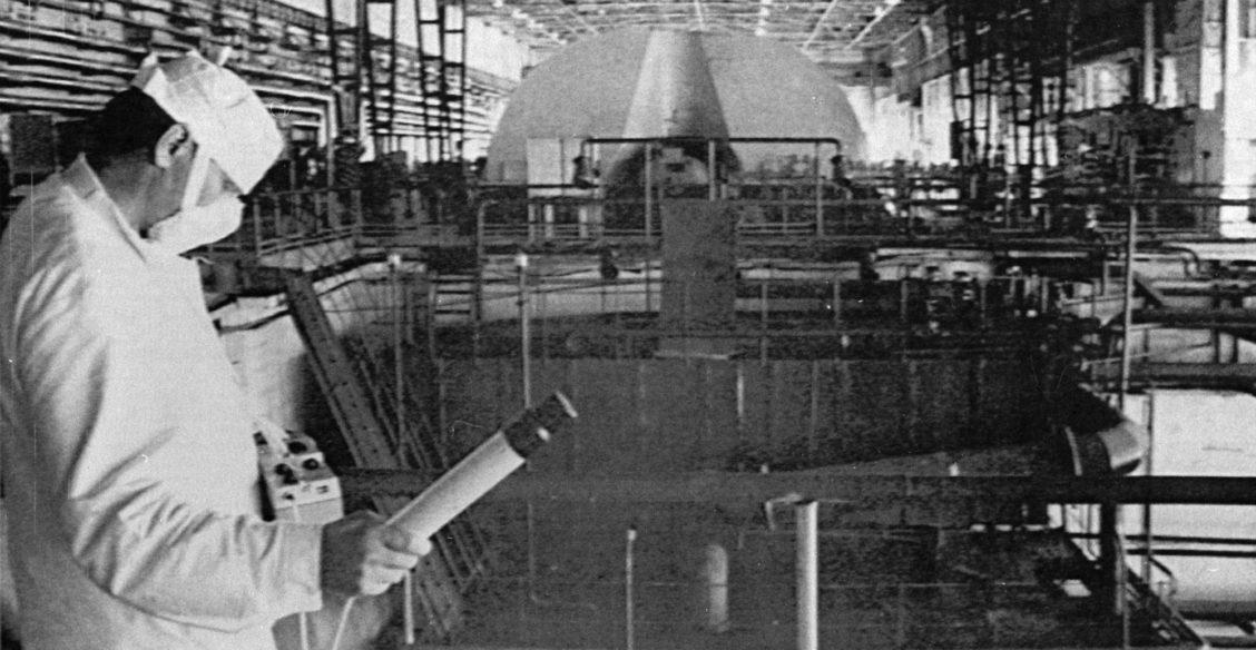«Ваш дозиметр не рассчитан на такое излучение». Как избежали второго взрыва под реактором в Чернобыле