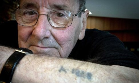 В Освенциме сосед по бараку показал мне фокус. Это спасло мне жизнь