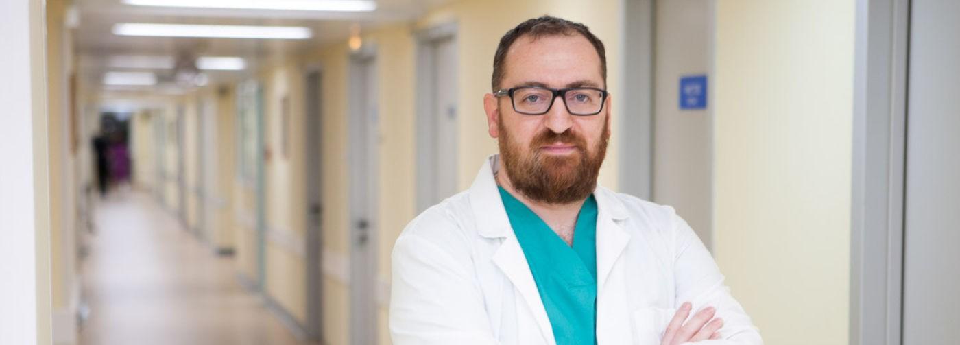 «Пациенты мечутся в поисках койки». Онколог Илья Черниковский — о том, как сейчас лечат рак