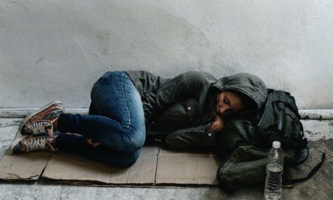 Когда я потеряла жилье, меня спасли бездомные. Теперь я стала доктором наук и помогаю им