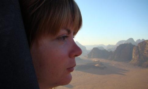 «Я знаю, как вязнет коляска в Аравийской пустыне». Можно ли сделать путешествия доступными людям с инвалидностью