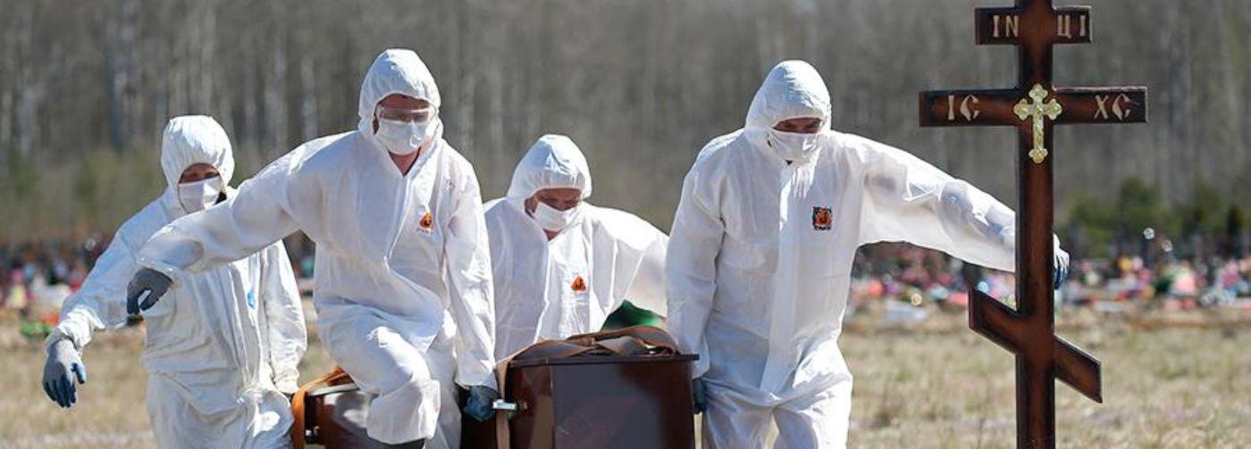 «Все было как в фильмах про Чернобыль». Умерших пациентов с COVID-19 хоронят в закрытом гробу
