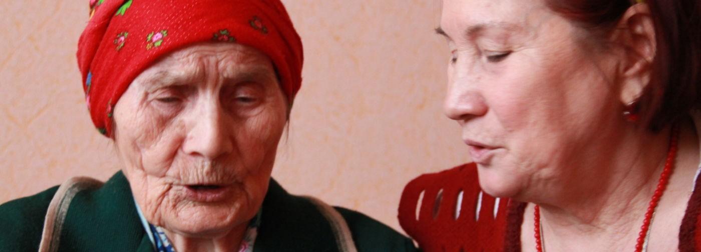 «Товарищи раненые, терпите, нас бомбят!» В 100 лет медсестра помнит бойцов и наизусть читает Есенина