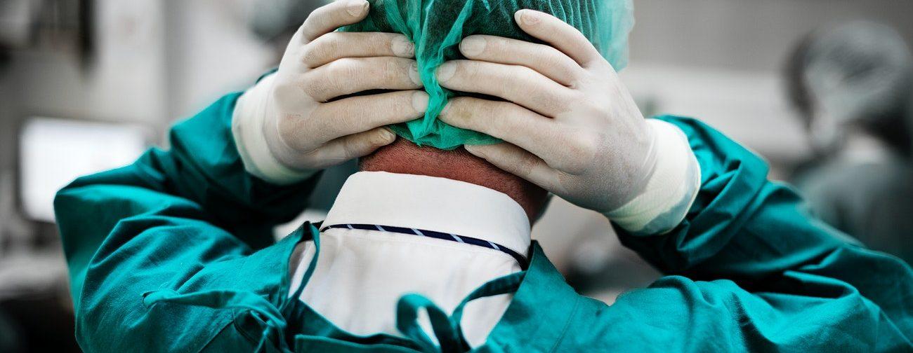 «Остановка дыхания! Дефибриллятор срочно!» А Доктор стоял и смотрел на больного ребенка