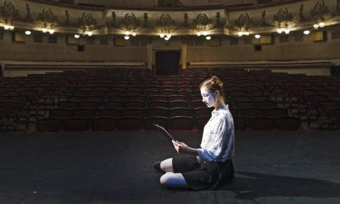 Будут ли люди ходить в театр без страха? Режиссеры — о пандемии и полупустых залах
