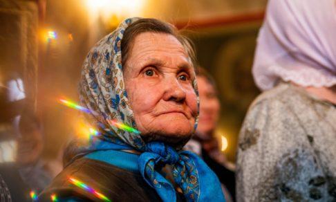 «Я боюсь пропустить Христа». Светлые истории о храмовых бабушках