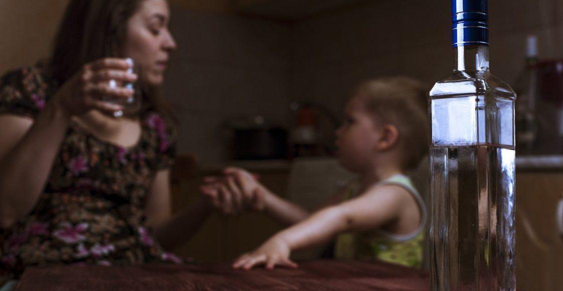 Мама кричала: «Хоть бы ты сдох, ненавижу!» Дети алкоголиков — о родителях, страхе и взрослой жизни