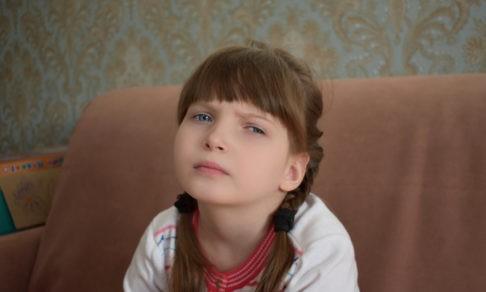 В 7 лет Соня не может говорить и ходить. Но врачи не знают почему