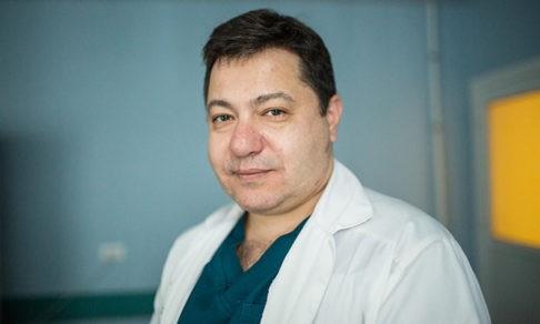 «На операции я упал в обморок и понял, что уже не уйду». Кардиохирург Рубен Мовсесян — о тайне сердца и битве за жизнь