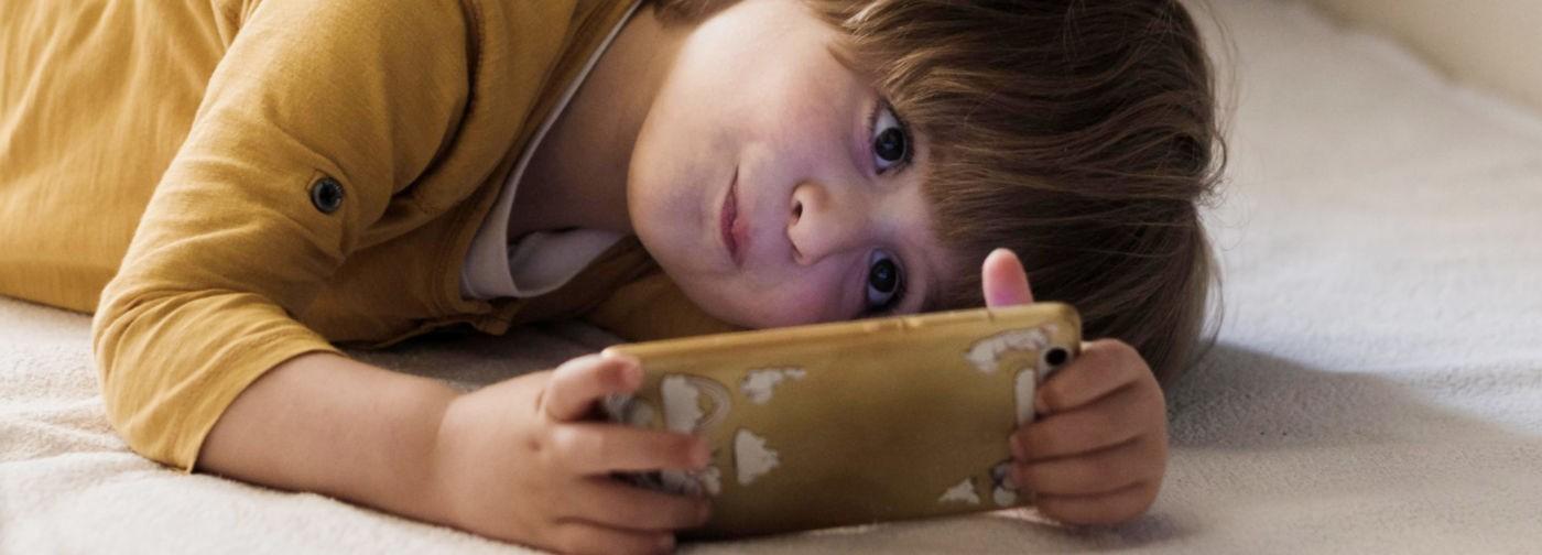 «Засел в гаджетах — почините мне ребенка». Психолог Мария Триерс — о цифровой зависимости и отношениях в семье