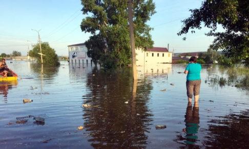 Реки раздора. В Иркутской области после наводнения люди живут в разрушенных домах