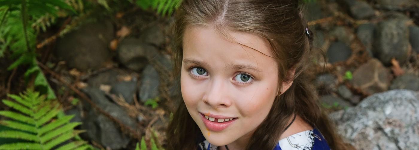 Арина впала в кому, а ее мама погибла. Через три года после ДТП девочке нужна реабилитация