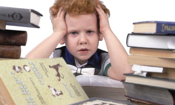 «Это что за книга? Возьми нормальную». Как расчитать ребенка