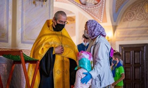 «Как у нас в Москве? Записочку подайте и проходите». Истории о храмах, которые стали семьями