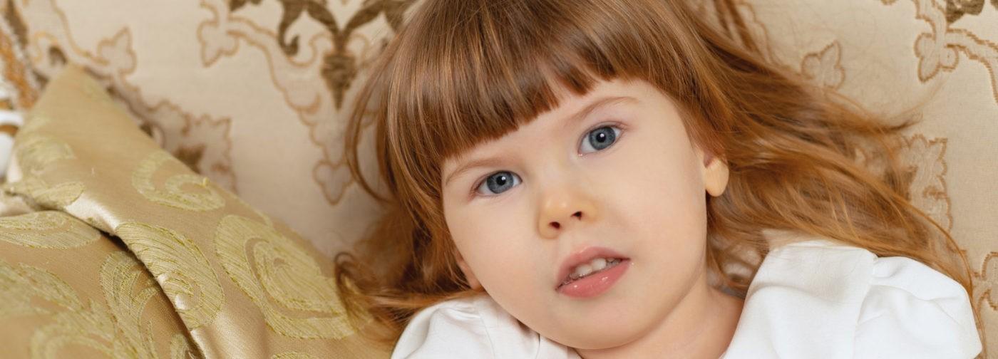 Врачи не знают, чем болеет Ульяна. Но в три года она не может ползать, сидеть и стоять