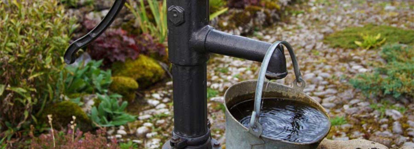 Чай не пьем, мыться нечем, а колодцы высохли. В Омской области 40 тысяч человек живут без воды неделю