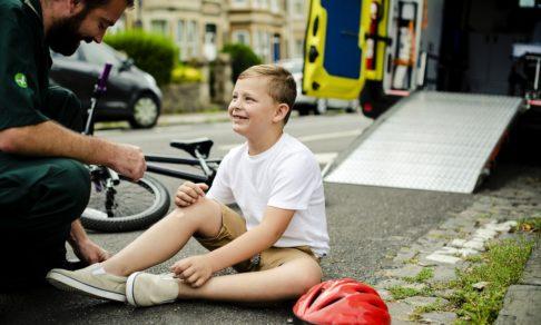 Упал с велосипеда и попал в реанимацию. 10 вопросов травматологу о велосипедных шлемах