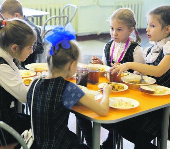 «Когда дети не завтракают, они учатся хуже». Шеф-повар — о секретах школьного питания