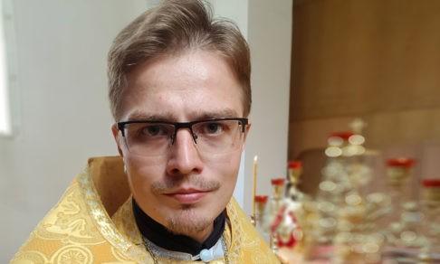 Где написано, что мужчине стыдно мыть пол? Священник Дионисий Костомаров — о том, как пережить бедность и кризис