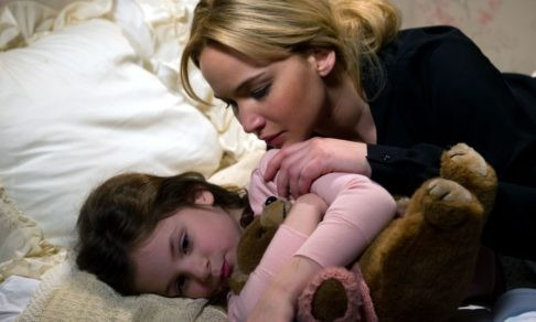 «Ребенок бегает к нам ночью». Как помочь детям засыпать в своей кровати