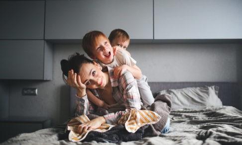 «Мы с детьми в четырех стенах, а силы кончились». Как спастись от родительского выгорания