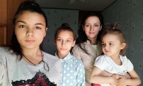 Наталья осталась одна с тремя детьми. Работы нет, а денег не хватает даже на еду